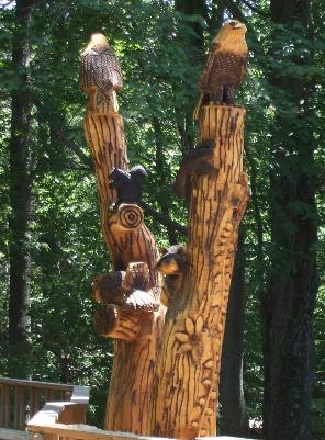 Pentwater Michigan tree sculpture